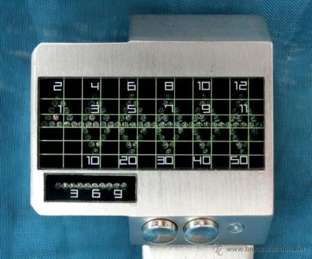 Reloj de acero con diseño de constantes vitales